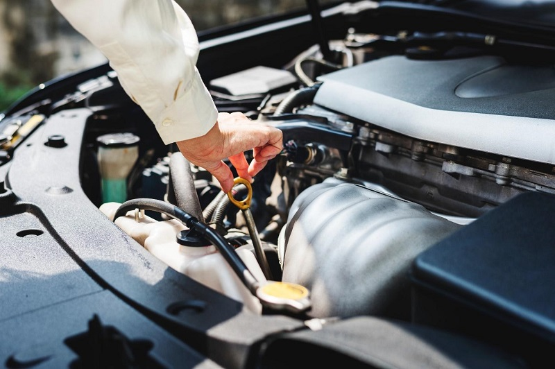 A handy guide to car engine oil for beginners