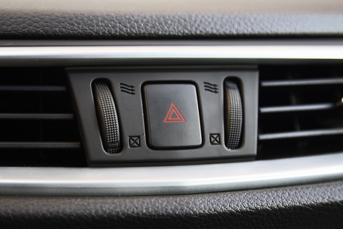 When Should You Use Your Hazard Warning Lights