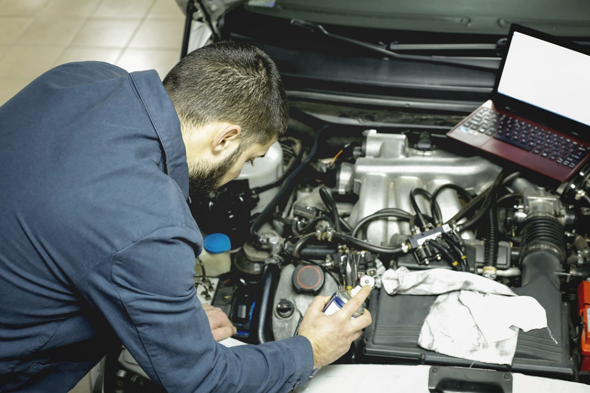 What is the Difference Between a Car Technician and Car Mechanic?